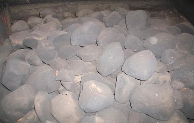 камни в печи в бане по чёрному