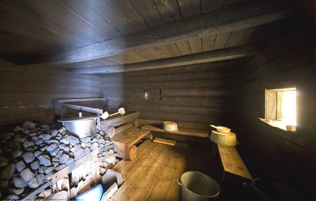 Внутренний вид бани по-чёрному в Карелии