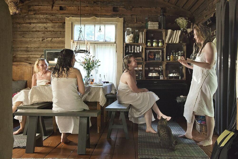 Женщины в финской сауне Kaurilan Хельсинки