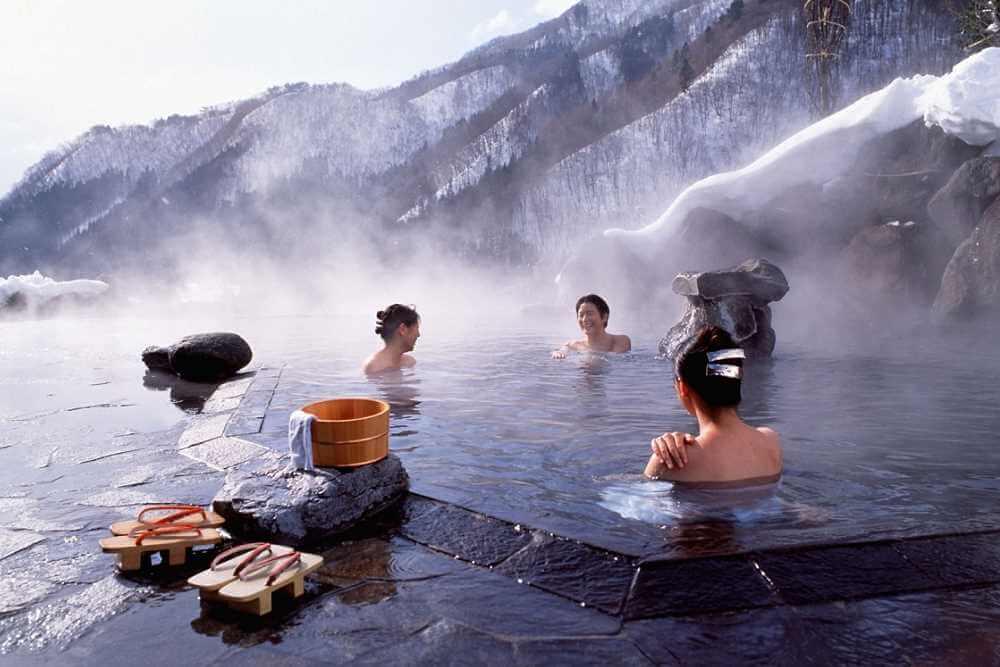 купание в горном источнике