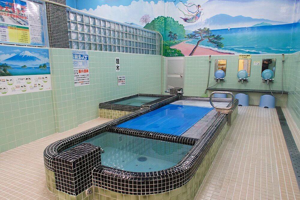 Ванная в общественной бане Японии