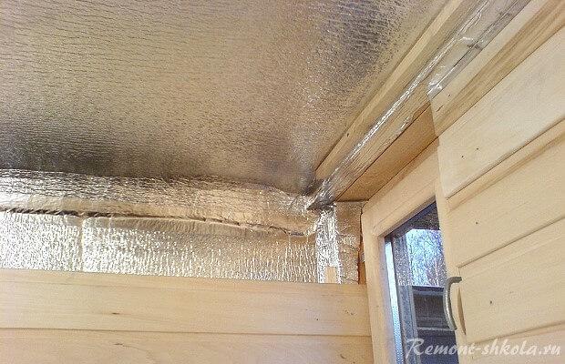 монтаж изоляции мини сауны на потолке